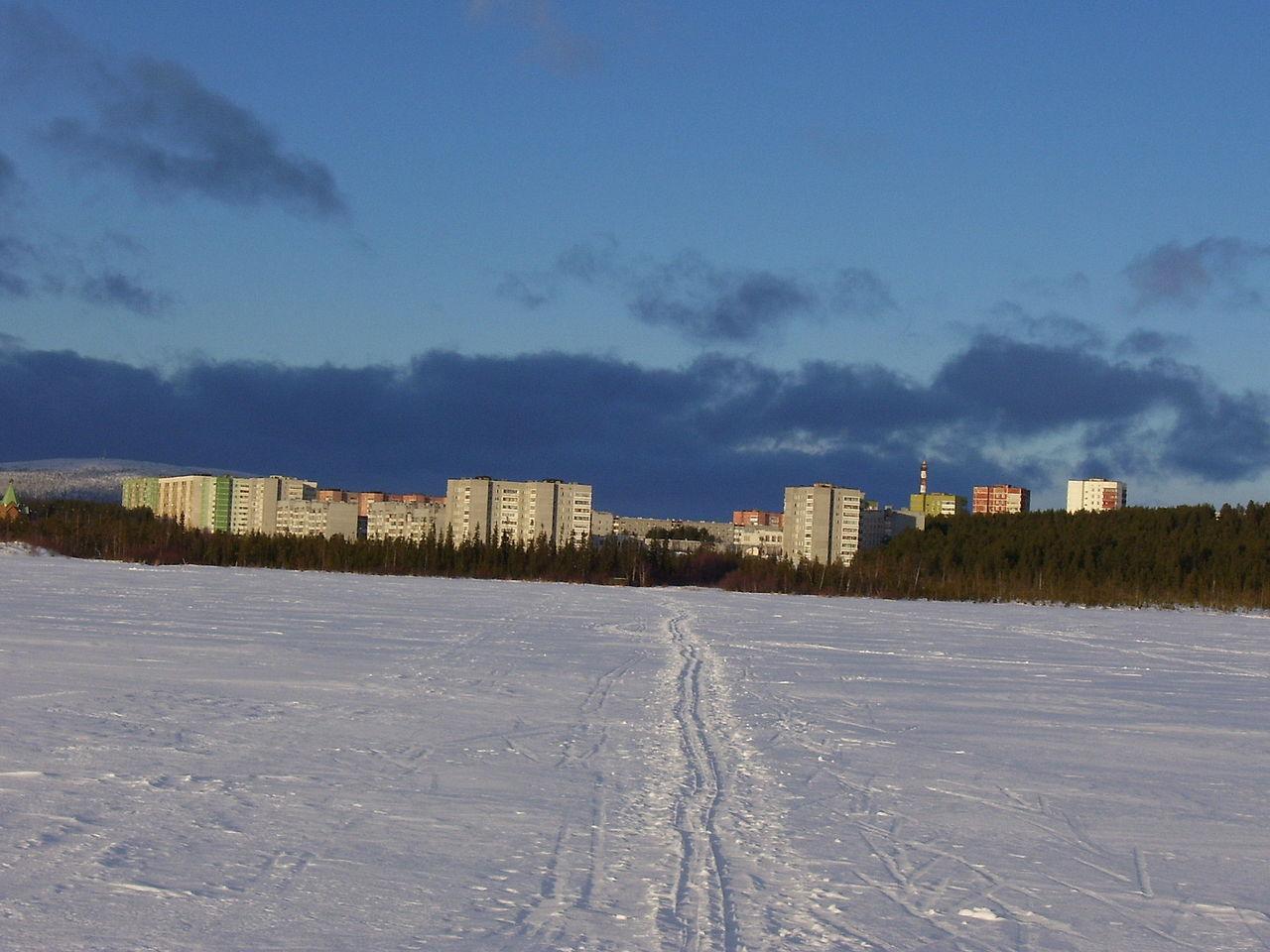 Образует городской округ город Полярные Зори.  Население - 15096 жителей (2010).  Возле города находится Кольская...
