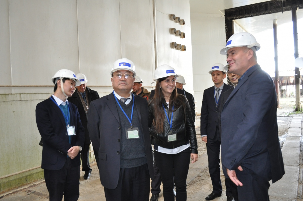 Представители китайской компании Dongfang Electrical Machinery представили на ХАЭС электромеханическое оборудование для атомных станций