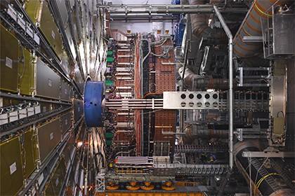 В ЦЕРНе открыли новый источник асимметрии материи и антиматерии