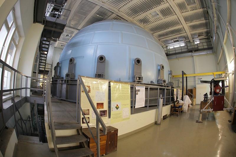 Российские физики моделируют аварии на АЭС в гигантском металлическом шаре