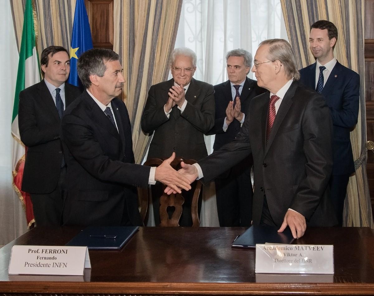 Подписано Соглашение о сотрудничестве между ОИЯИ и Итальянским институтом ядерной физики (INFN)