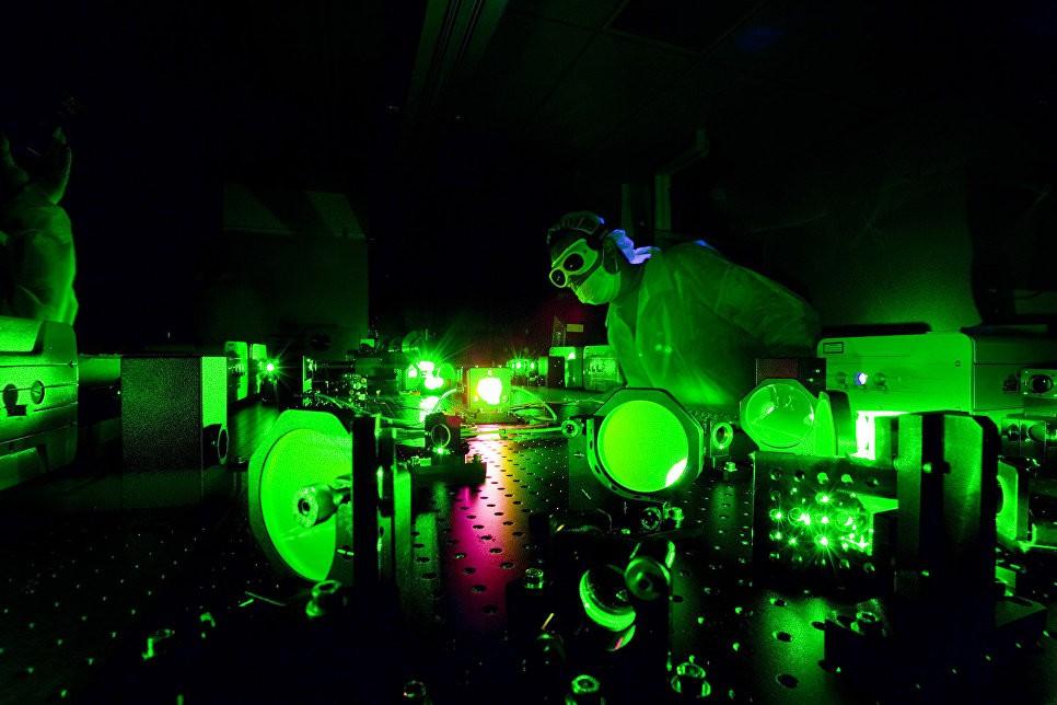 """Сверхъяркий лазер заставил электрон """"нарушить"""" законы физики"""
