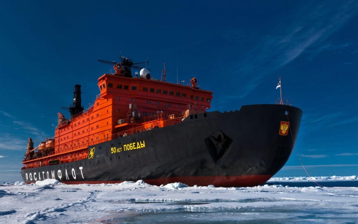 Завершен уникальный рейс в честь 40-летия покорения Северного полюса надводным кораблем