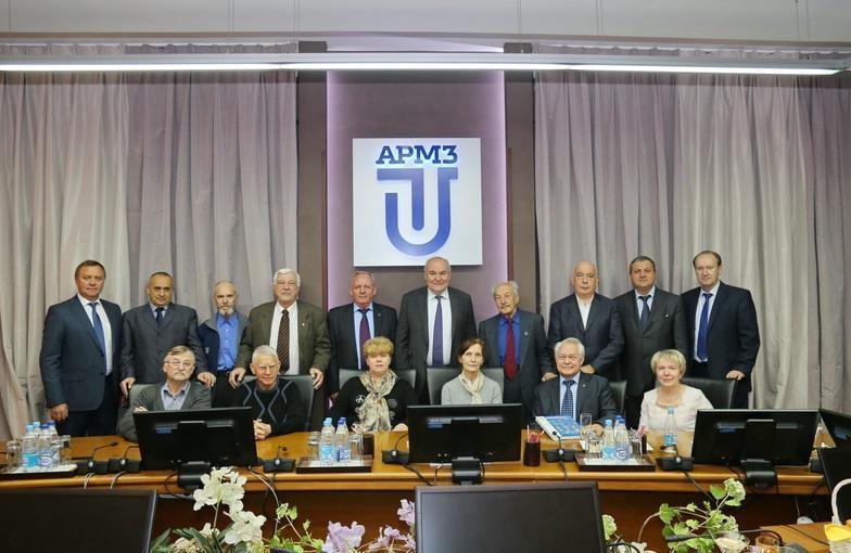 """Генеральный директор уранового холдинга """"АРМЗ"""" поздравил ветеранов компании с Юбилеем"""