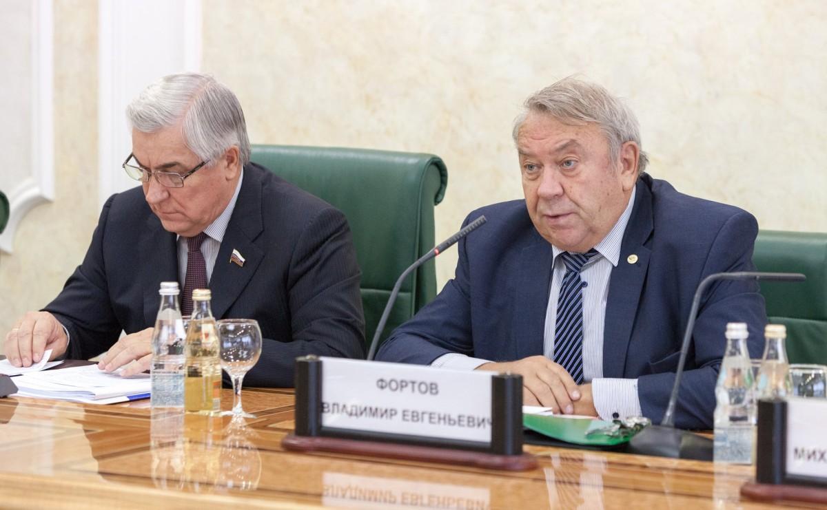 Экс-глава РАН считает необходимым изменить оплату работы учёных на зарубежных установках