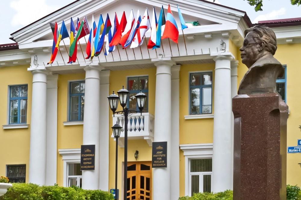 Поздравления ОИЯИ с днём рождения прислали президент и министр иностранных дел РФ