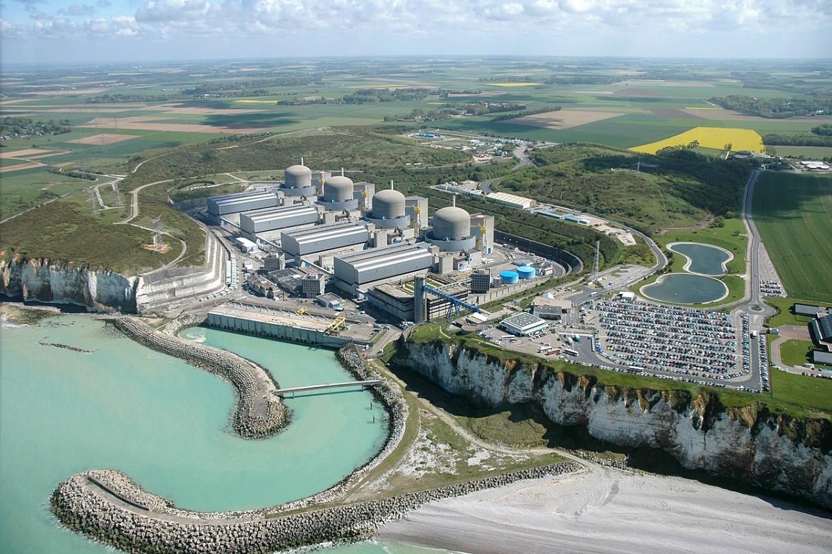 Один из энергоблоков АЭС на западе Франции прекратил работу из-за пожара