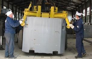 Загрузка контейнера с РАО в хранилище